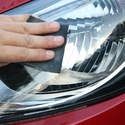 Odstranění škrábanců z reflektorů